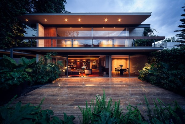 stunning modern home 600x401 Casa Sierra Leona: A Mexico City Tribute to Modernism