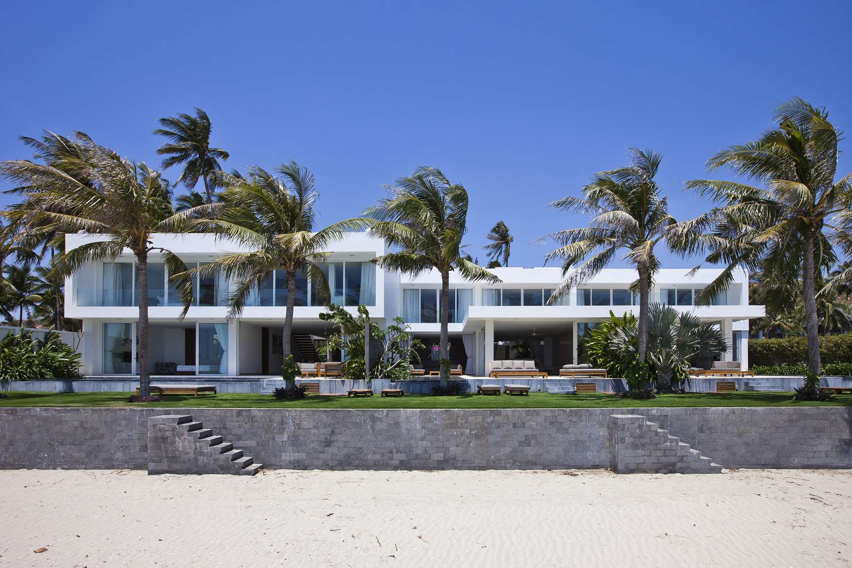 Private beach villas offer spectacular ocean views and for Beach house on the beach