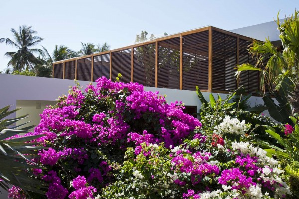 The villas are actually built six feet above beach level, so as to ensure maximum privacy for all visitors.