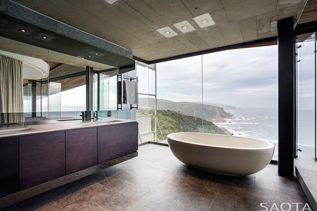 Gorgeous family home in south africa features majestic for Modern bathrooms south africa
