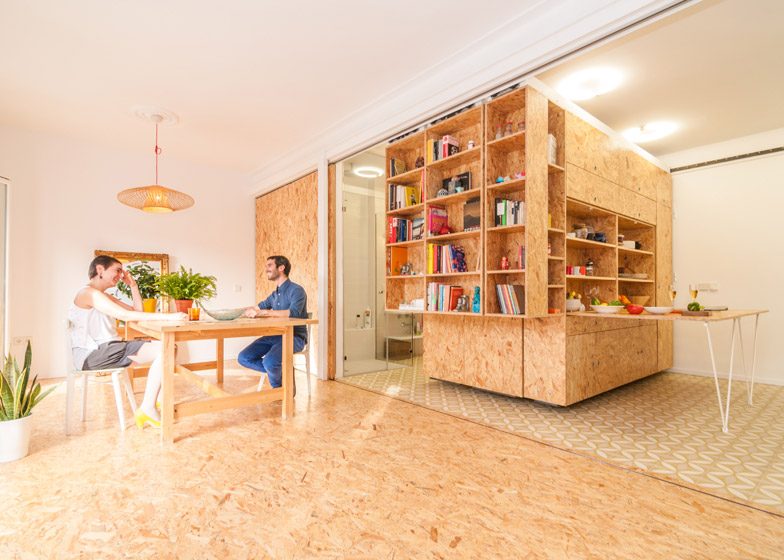 Small apartment uses movable shelving to create endless design combinations