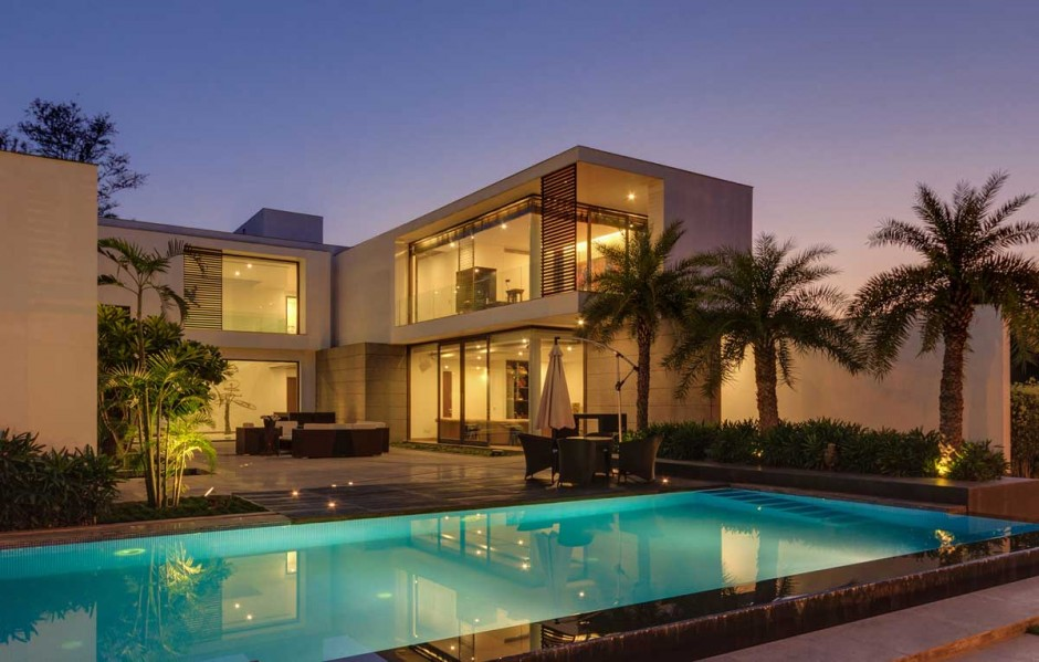 Tropical Courtyard Design - Contemporary new delhi villa with amazing courtyard and water features