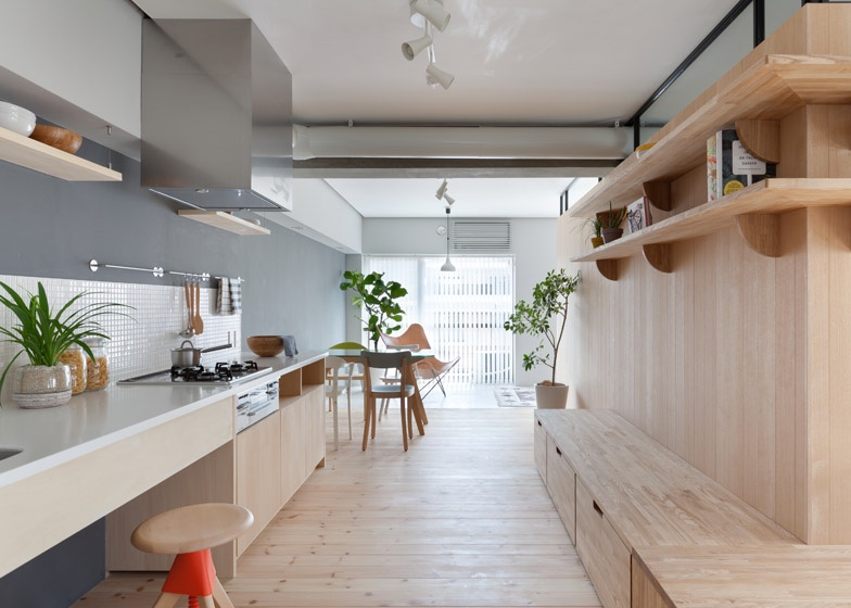 Two apartments in modern minimalist japanese style for Apartment interior design japan