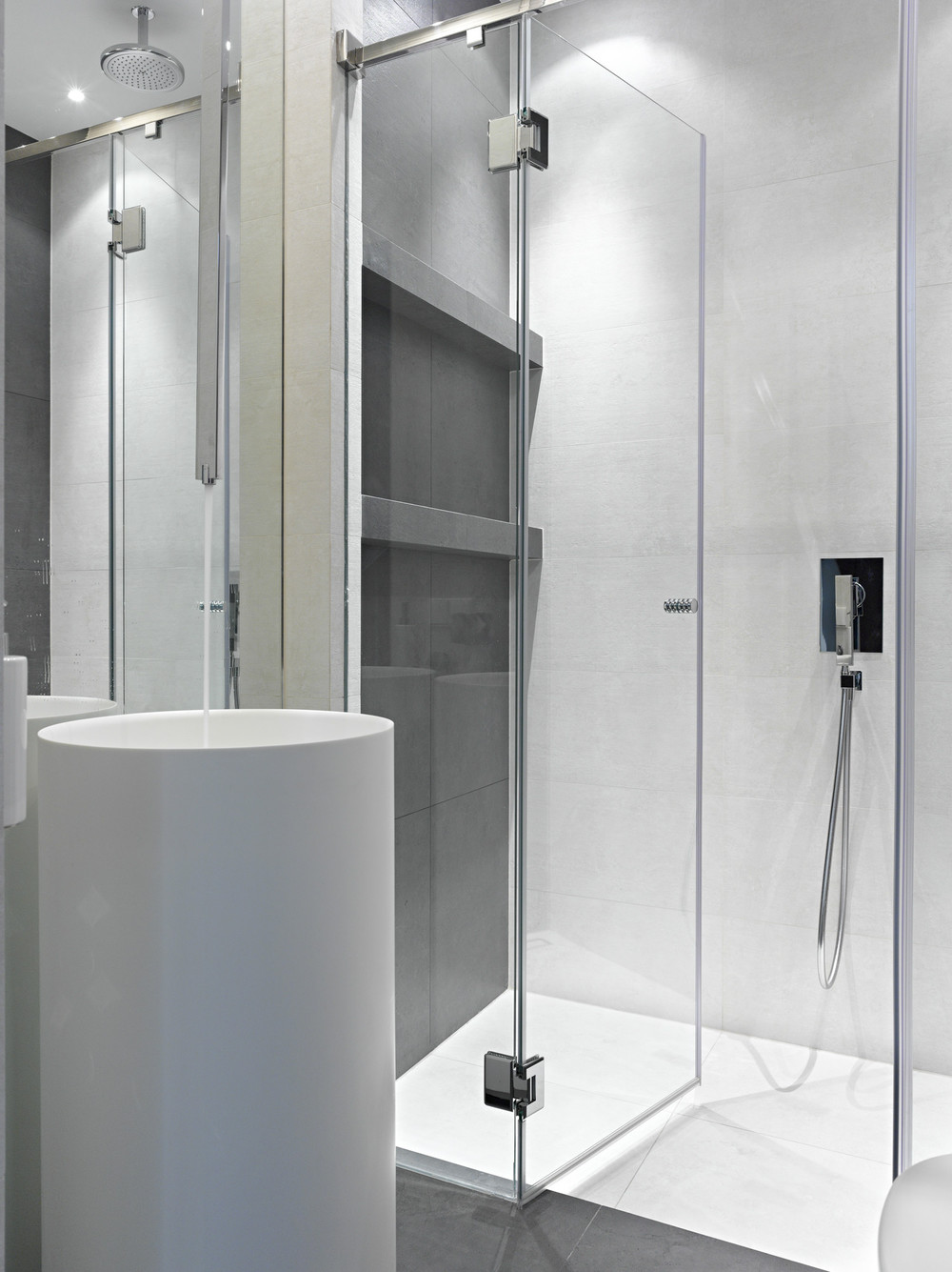 Luxury Shower - Invisible doors turn a home into an artistic feat of design