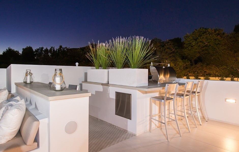 Outdoor Wet Bar - Beach adjacent home with space for luxury entertaining