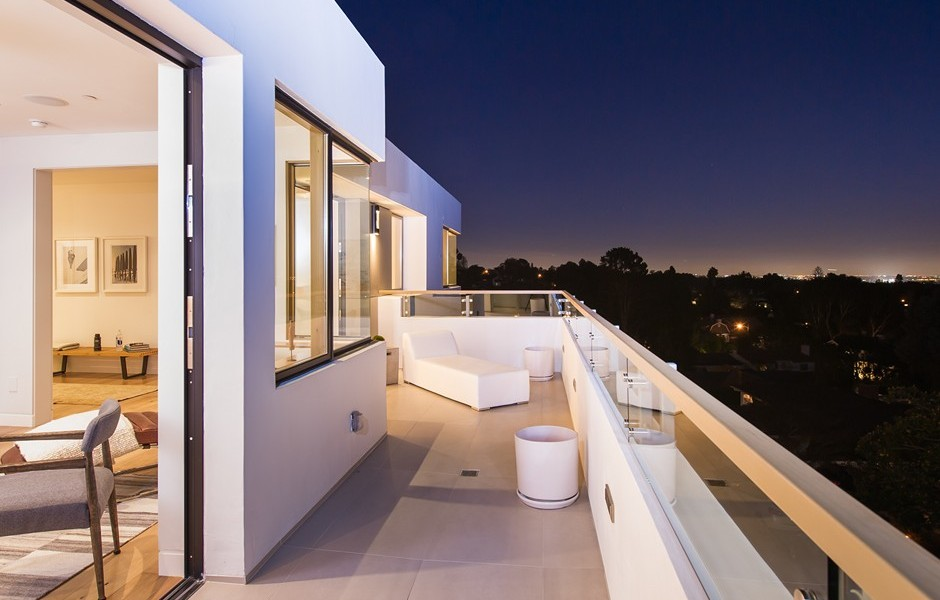 Private Balcony Design - Beach adjacent home with space for luxury entertaining