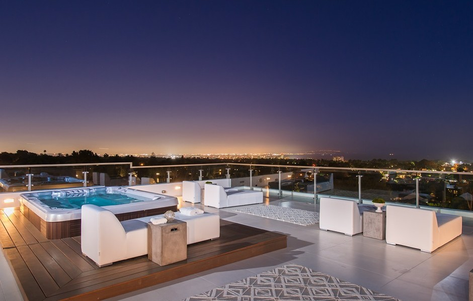 Roof Deck Spa - Beach adjacent home with space for luxury entertaining