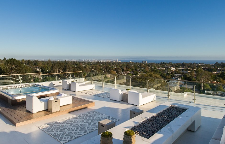 Rooftop Deck Design - Beach adjacent home with space for luxury entertaining