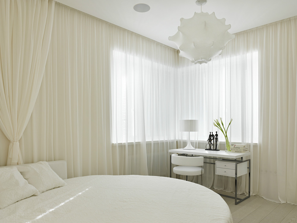 Round White Bed - Invisible doors turn a home into an artistic feat of design