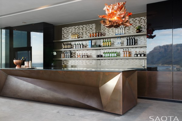 Entertaining is a treat in the gorgeous private bar that is situated in the entertainment room.