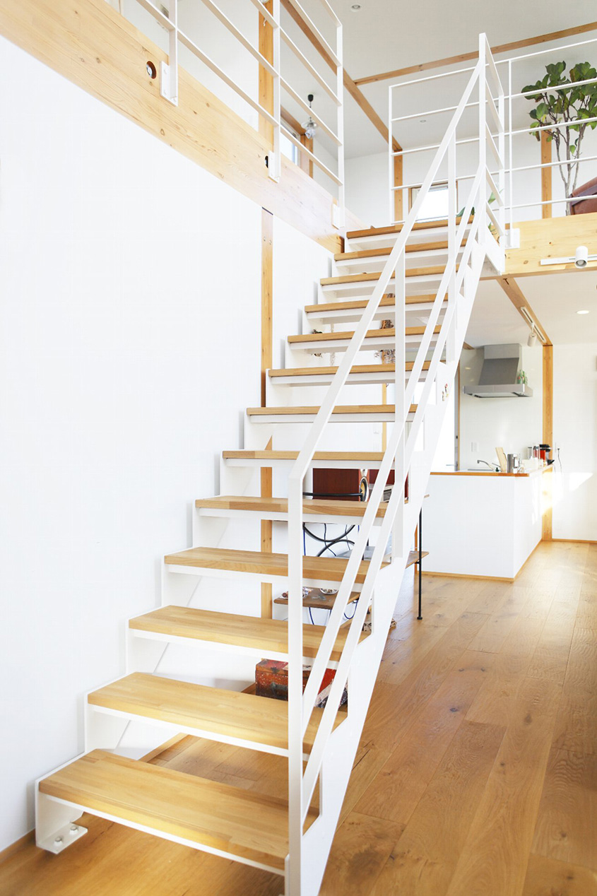 Style simplicity in a japanese countryside prefab home for Prefabricated staircases