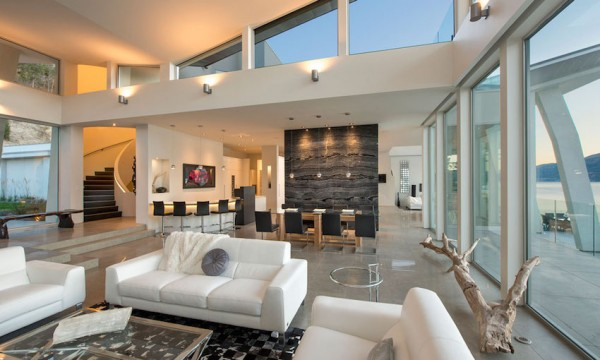 The furnishings throughout the house have a simple elegance to them that is common for many vacation homes: luxurious but easy to match. From white leather sofas to sleek marble floorings  and the occasional abstract-inspired art piece, the home projects luxury without implying too much personality.