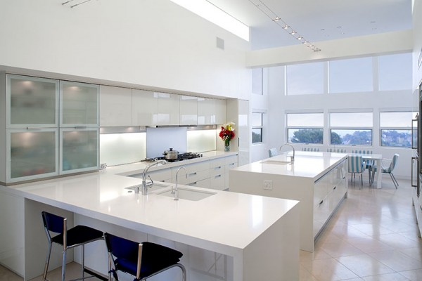 White dominates much of the home's interior, making it perfect for entertaining if you are in the habit of throwing white parties. And perfect for hiring a full time cleaning person who provides her own bleach.