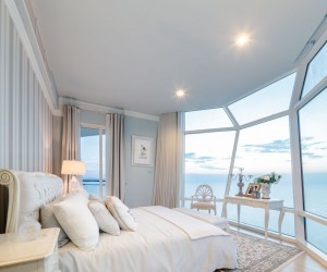 In an example of the height of luxury, this capsule bedroom makes the lucky occupant feel as if they are drifting off to sleep on the deck of a luxury yacht, gazing out over the beautiful water (with none of the seasickness).