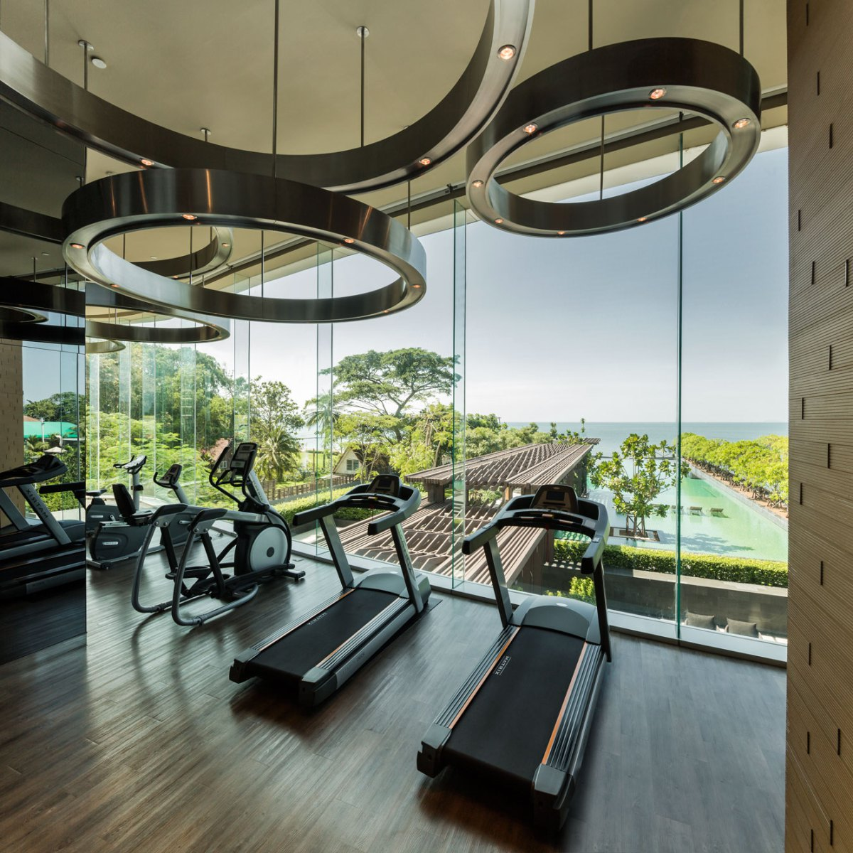 Home Gym Design Ideas: Luxury Beachfront Condo Development In Pattaya