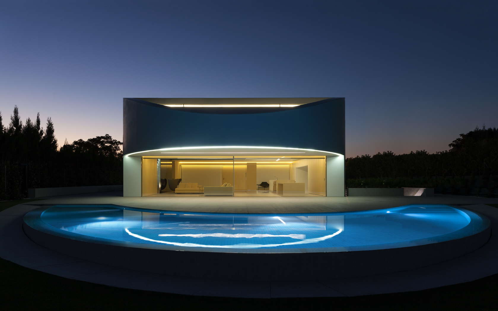 Golf Course Views and a Striking Exterior Make for a Modern Marvel