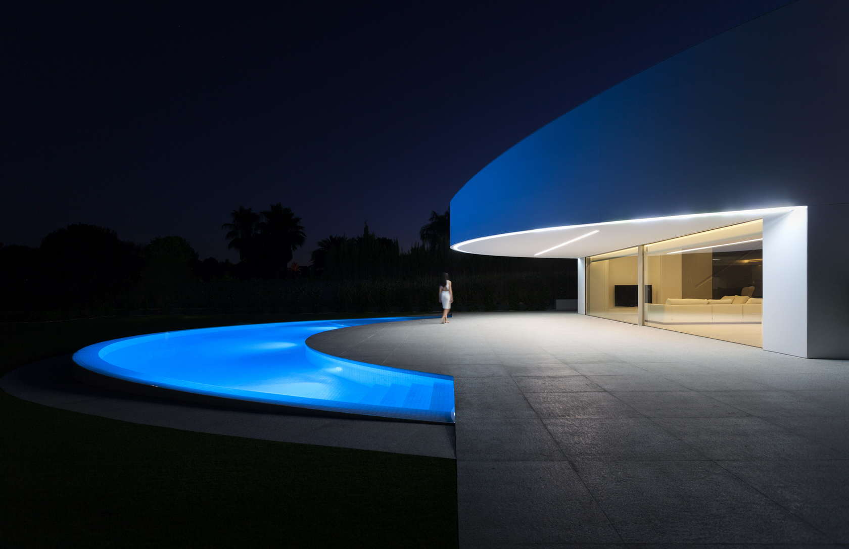 Semi Circle Pool - Golf course views and a striking exterior make for a modern marvel