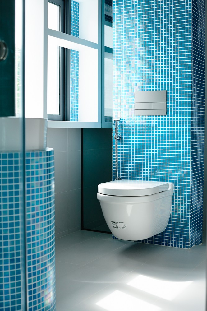 Blue Tile Bath - Open tropical home with interior courtyard and wood features