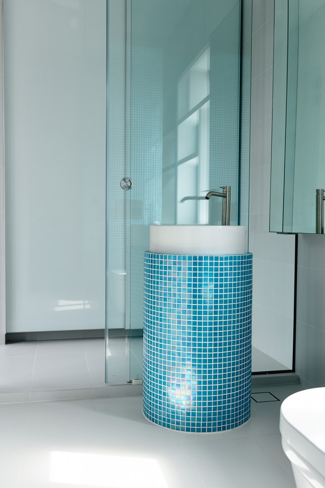 Blue Tile Pedastel Sink - Open tropical home with interior courtyard and wood features