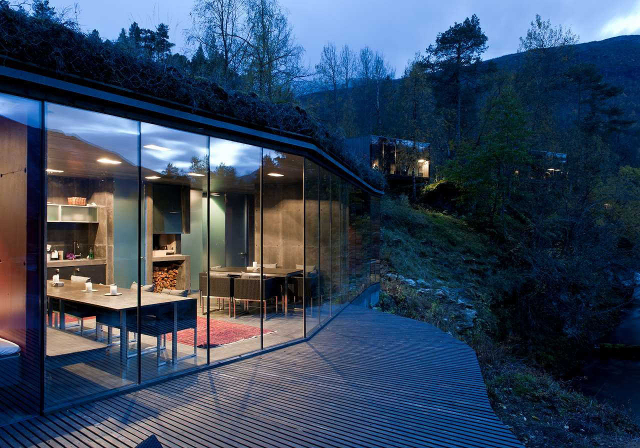 Ex machina movie house for Hotel de luxe