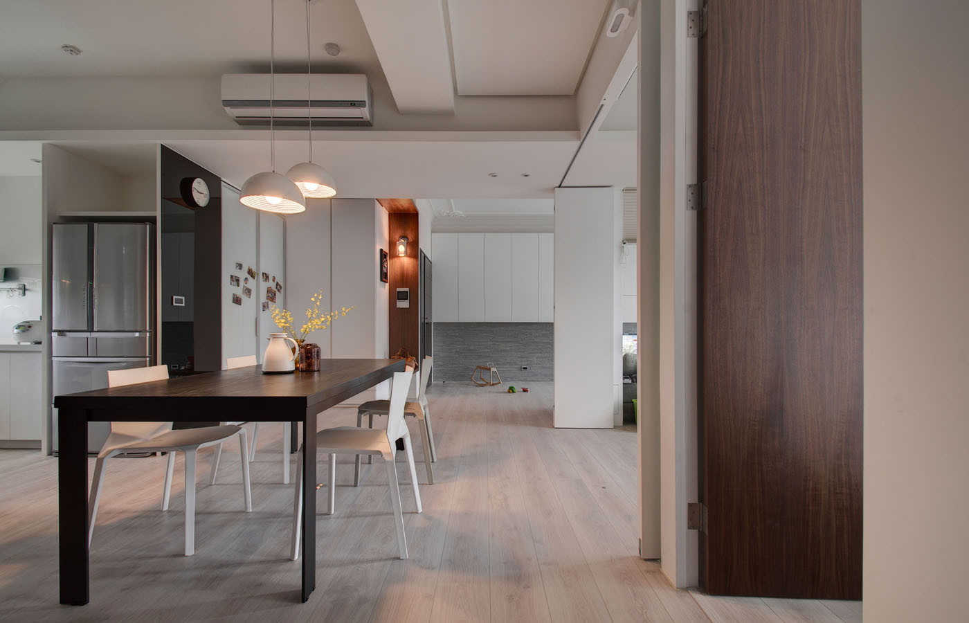 DSC_ - Modern apartment designs by phase6 design studio