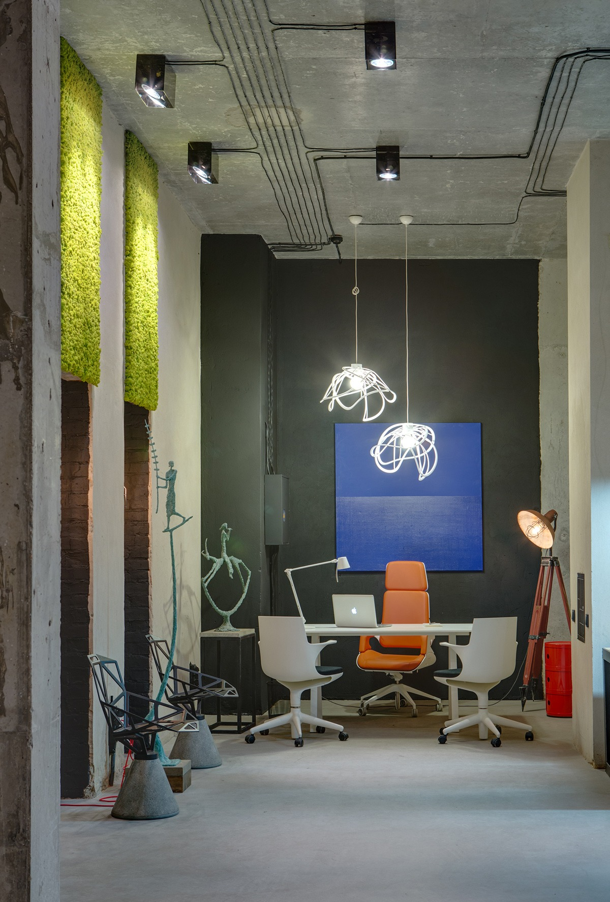 A modern office space that looks like an urban loft for Cool office designs