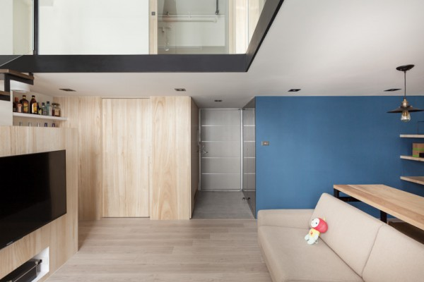 A closet blends seamlessly into the wall in the main living area. The foyer is simple and compact.