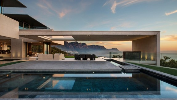 Views of Mountains and the Sea Make This South African Home Truly Stunning