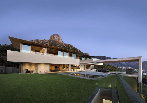 The house was built on a mountain ridge below cape towns lions head peak the