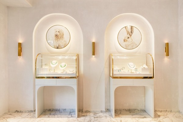 private-jewelry-display
