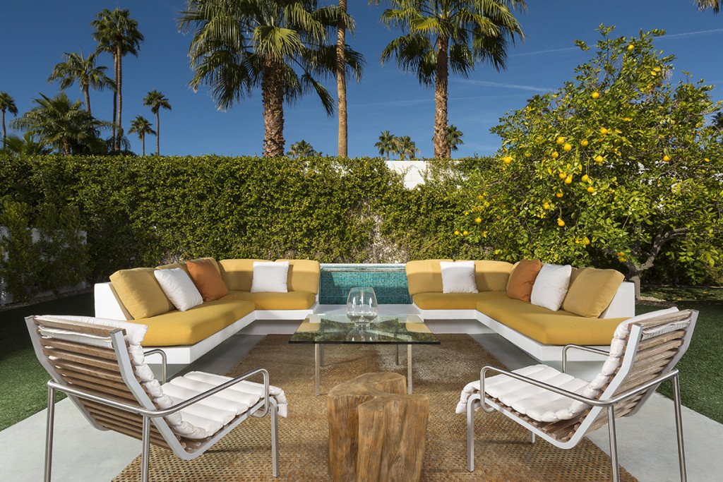 A mid century desert oasis in palm springs for Mid century modern furniture palm springs