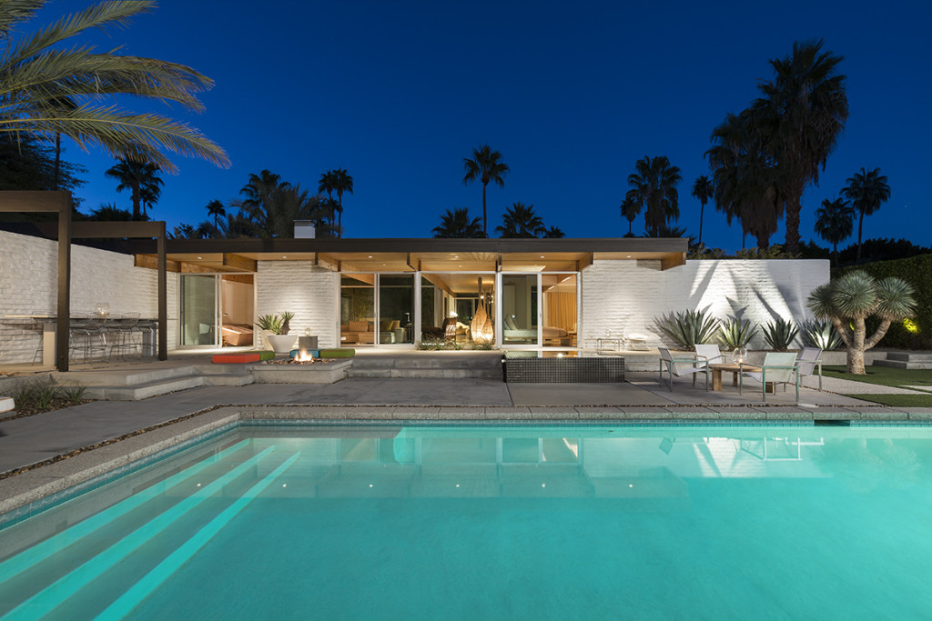 Modern Mansion - A mid century desert oasis in palm springs