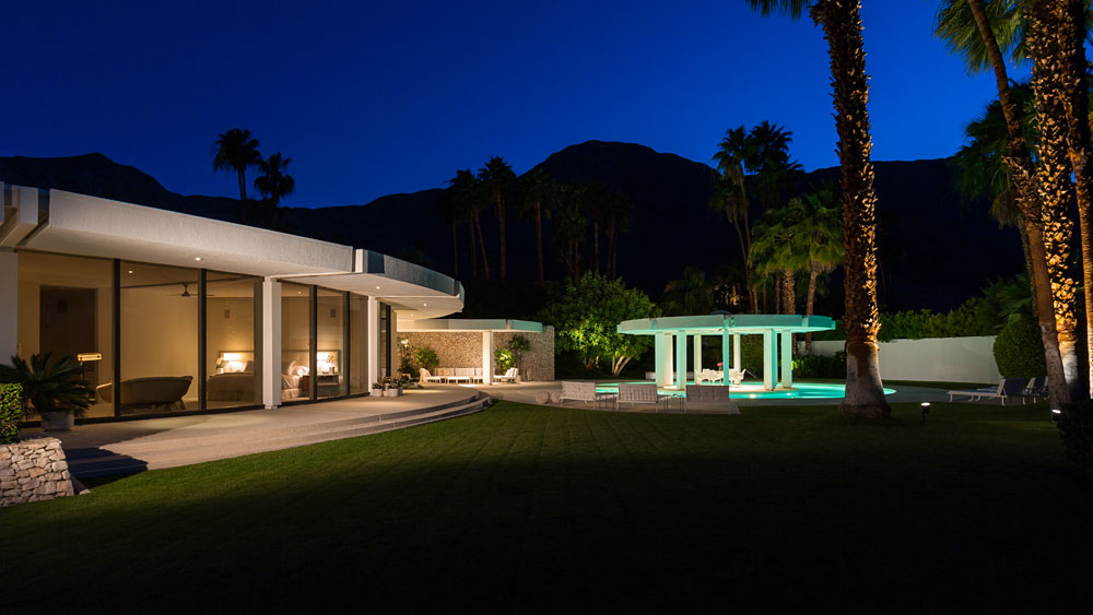 Round Home Exterior - Luxury socal home celebrates the endless summer
