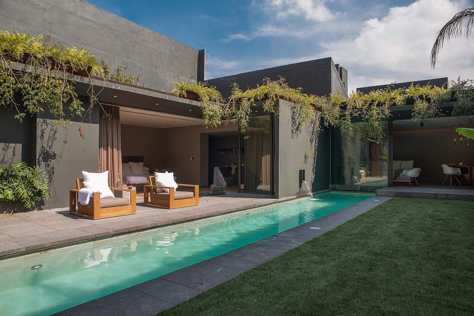 Mexico city restoration adds luxury comforts to 1970s design for Pool design 1970