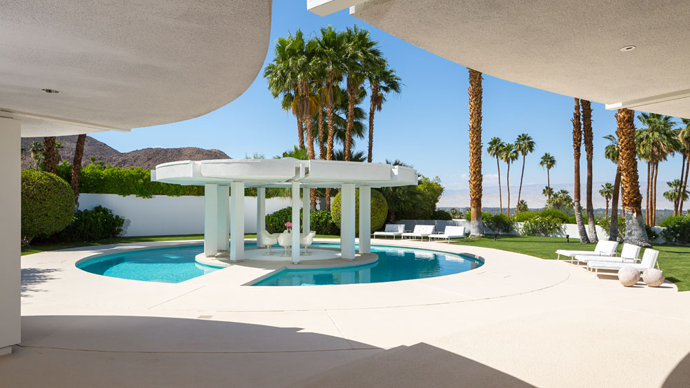 Stunning Outdoor Patio - Luxury socal home celebrates the endless summer