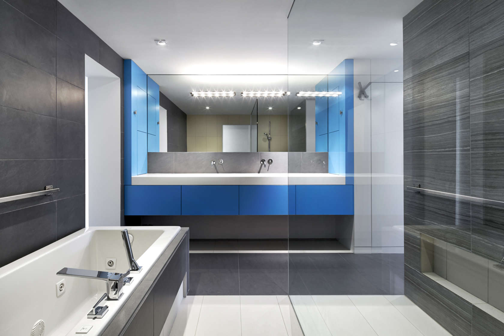 Modern luxury bathroom interior design ideas for Modern interior bathroom