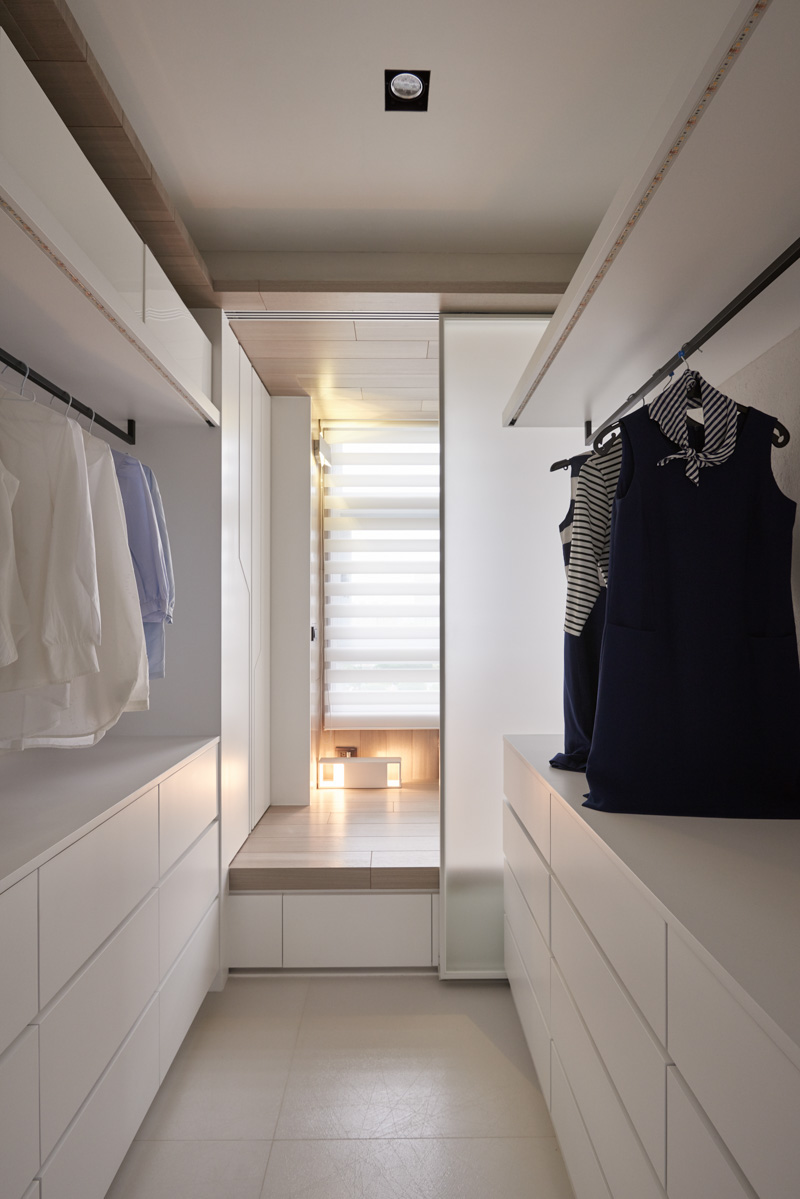 In floor storage makes this creative house design special for Walk in wardrobe design