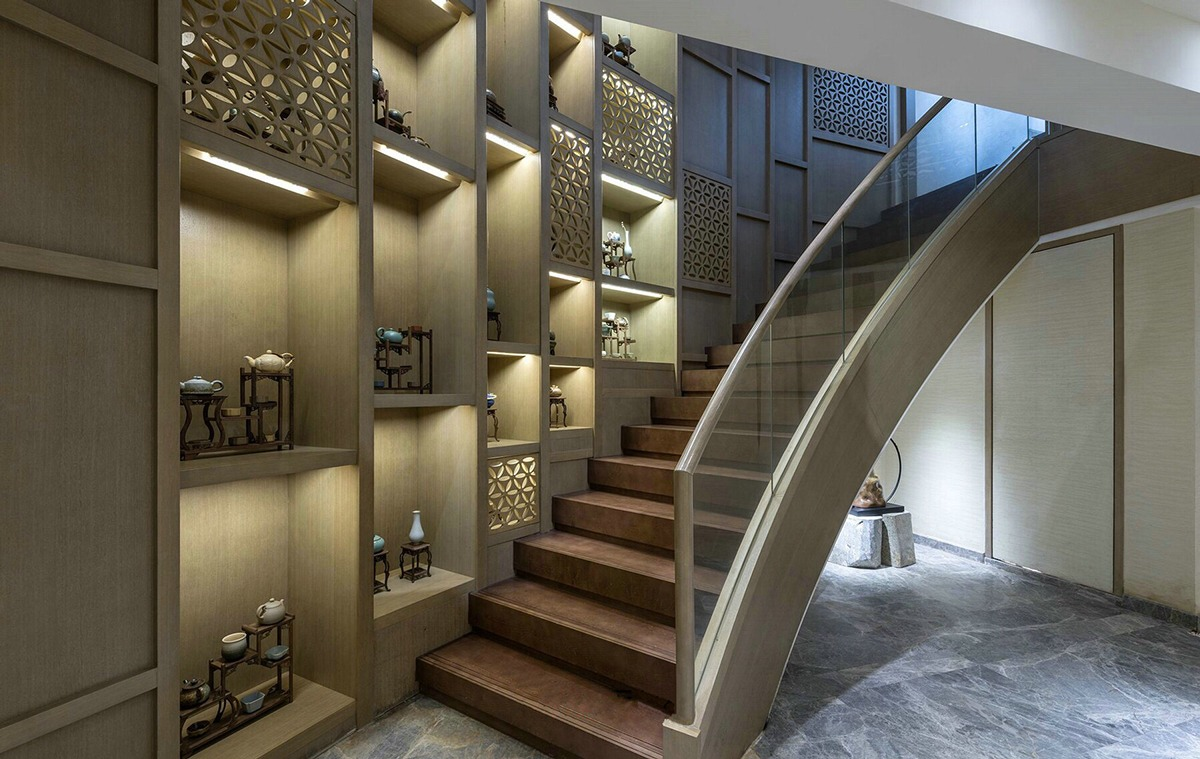 Sweeping Staircase - An opulent chinese mansion straight out of the 80s