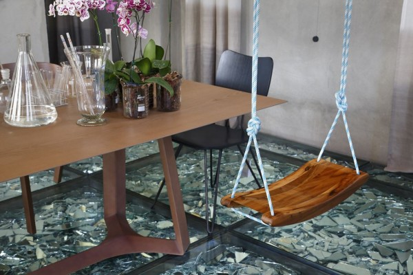 wood-lacquer-swing