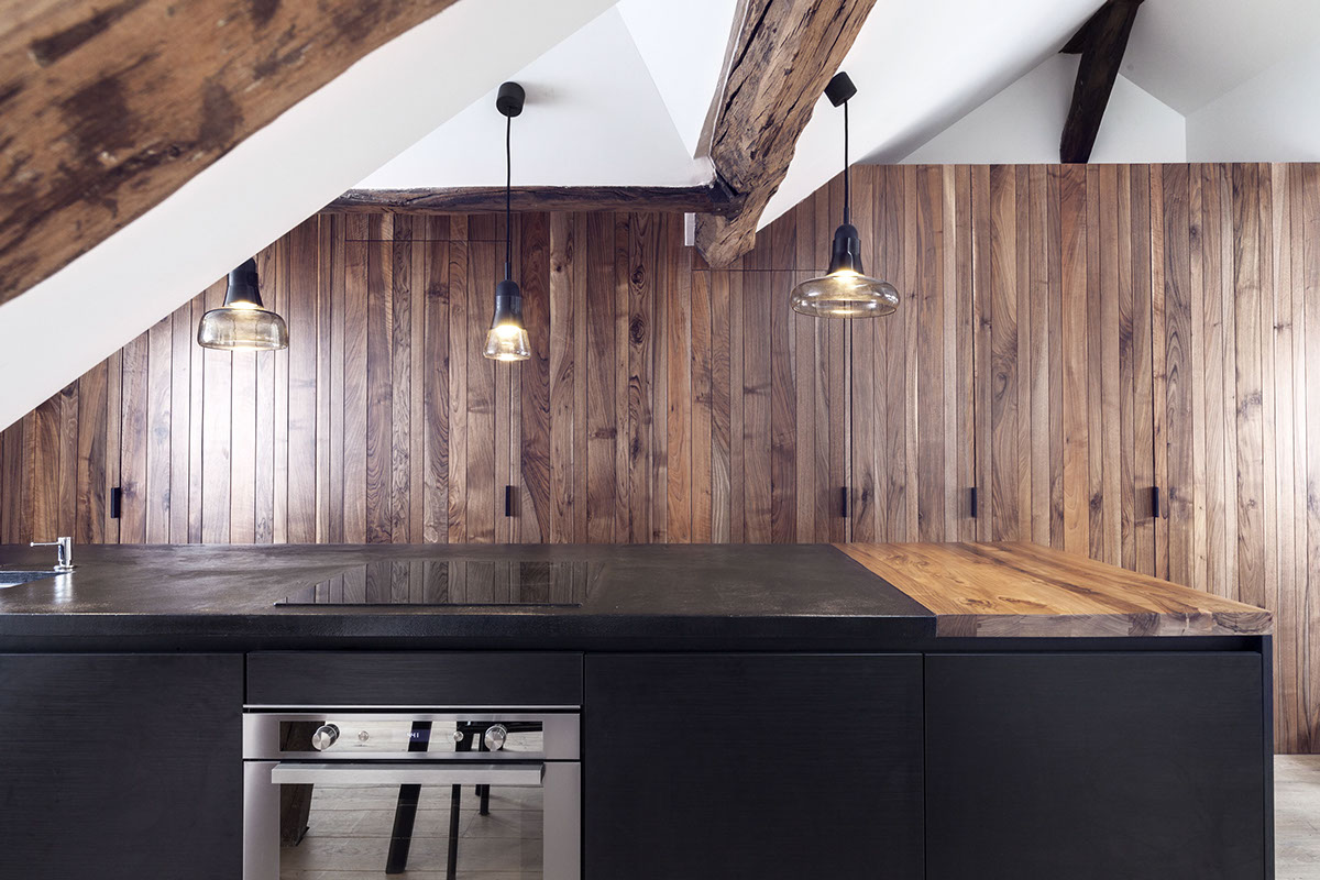 Black Countertops - 2 small and cute french apartments under 50 square meters