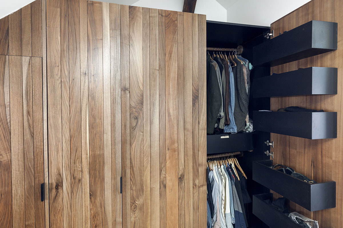 Closet Orgaization Tips - 2 small and cute french apartments under 50 square meters