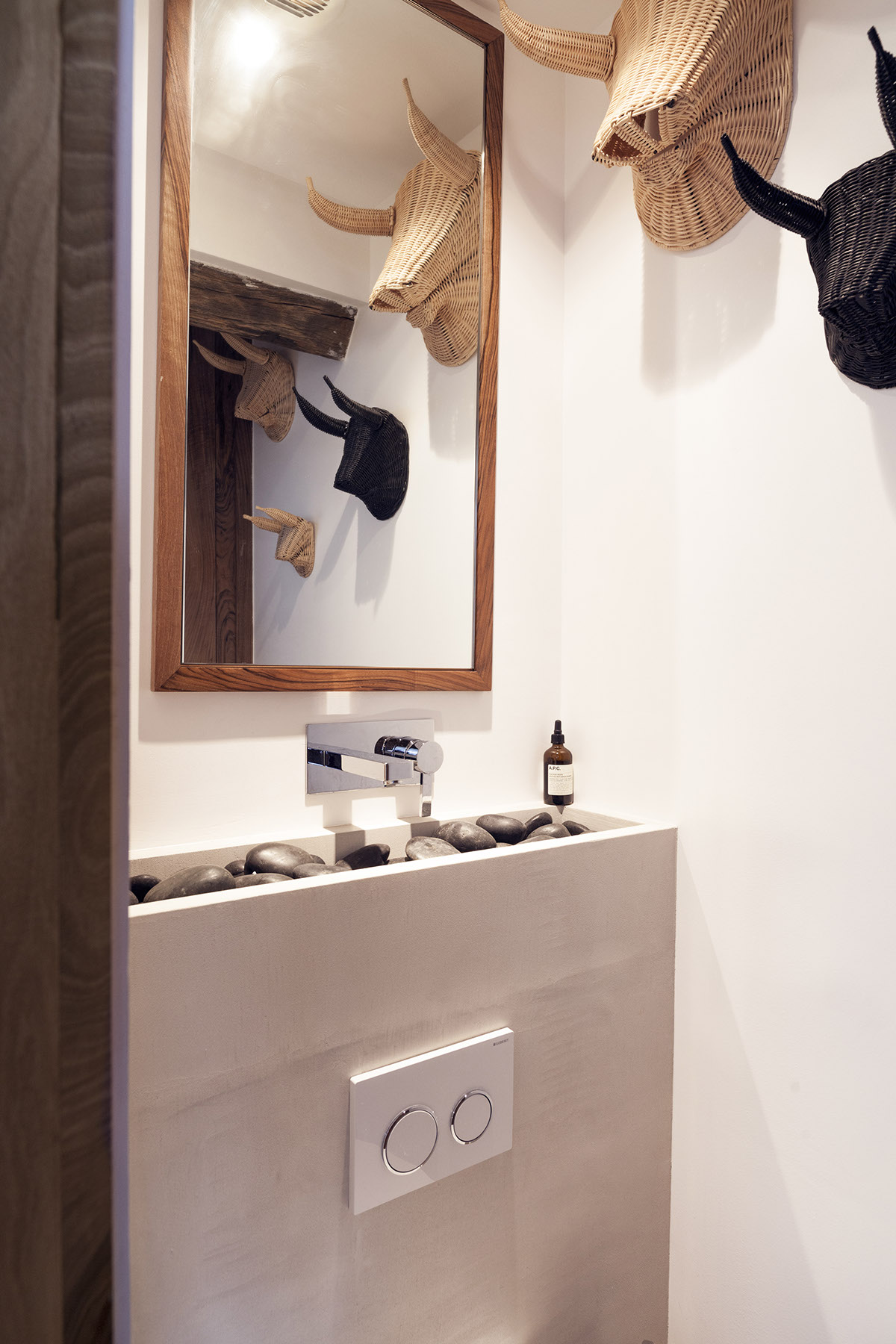 River Rock Sink - 2 small and cute french apartments under 50 square meters