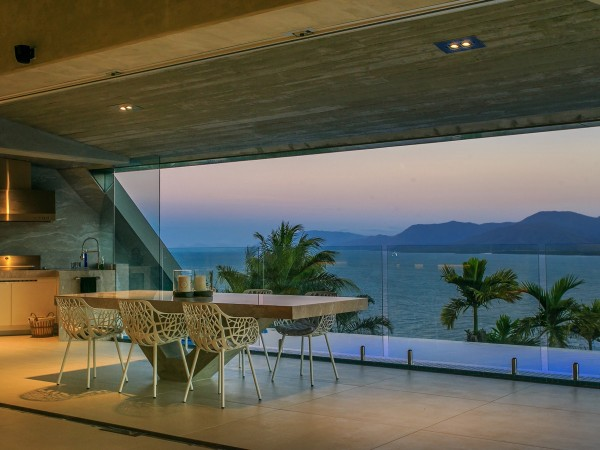 tropical dining room