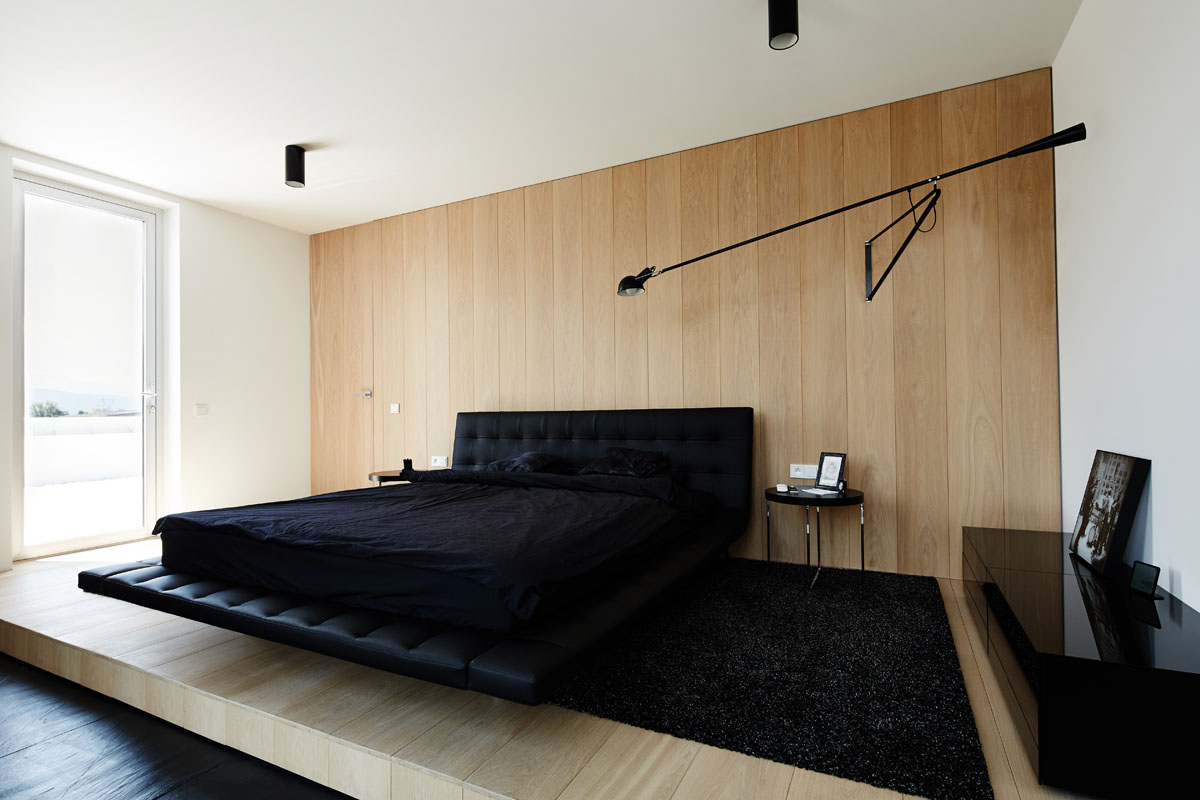 Cantilever Black Bed - 4 ultra luxurious interiors decorated in black and white