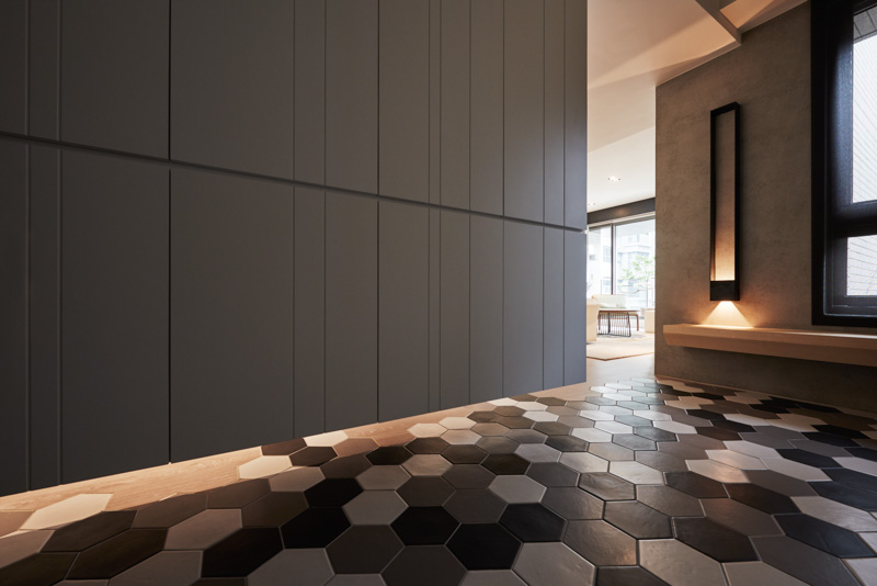 Geometric Floor Tiles - A stylish family apartment from made go design