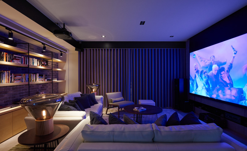 Modern Theatre Room - A stylish family apartment from made go design
