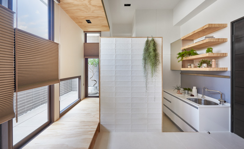 Space Saving Design Techniques - An incredibly compact house under 40 square meters that uses natural decor