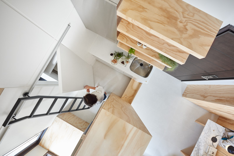 Very Small Kitchen Layout Inspiration - An incredibly compact house under 40 square meters that uses natural decor