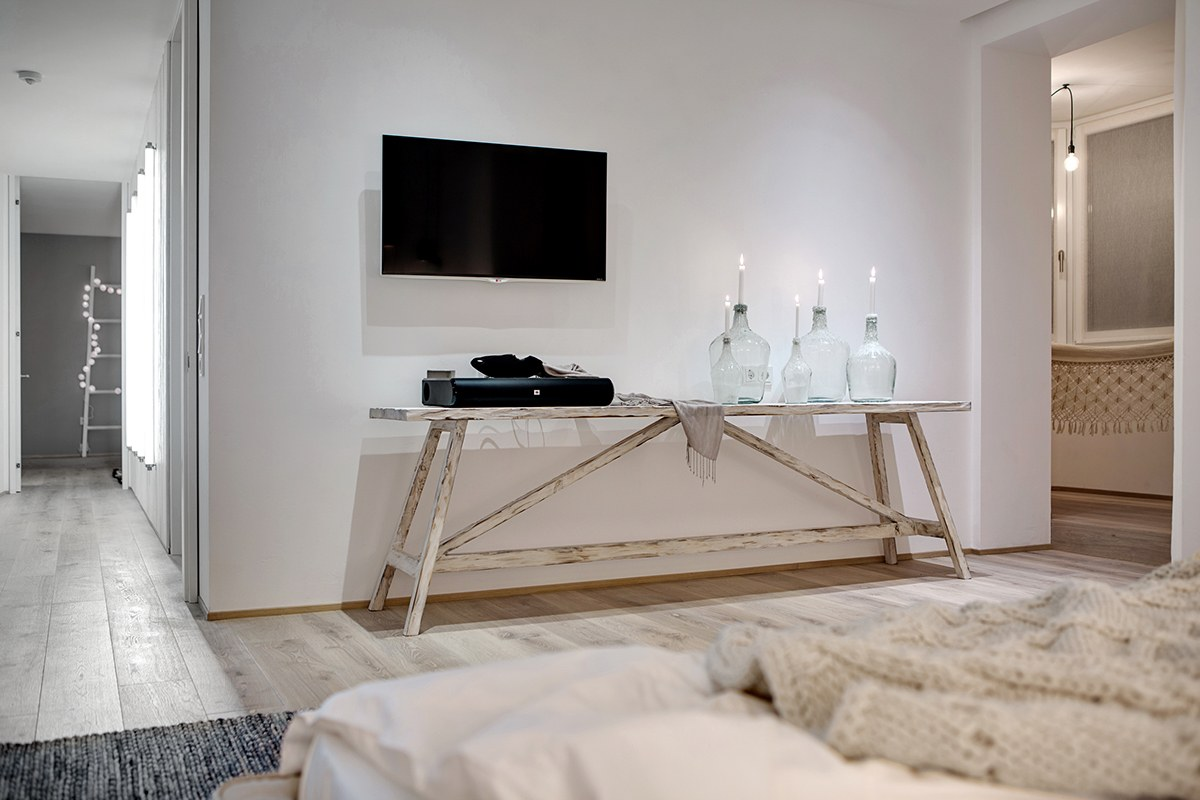 White Wood And Glass Interior - A bright white home with organic details
