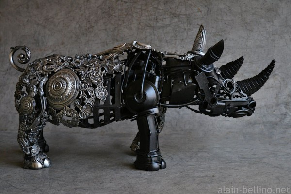 Lovely Here us the pleted rhino finished with a silver coating on the front half and a silk blank finish on the rear